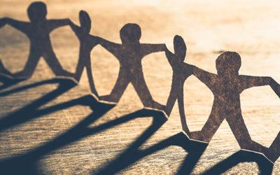 Ensihoidon henkilöstö saa voimaa toisistaan – arvostelee johtamista